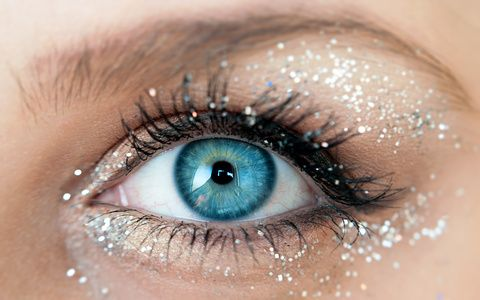 Big blue eyes with glitter as make up